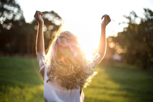 5 dingen die er post-quarantaine met je haar moeten gebeuren