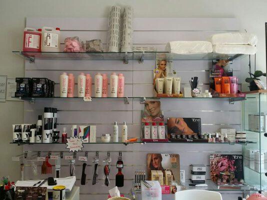 Haarverzorgingsproducten kopen: Kapper of drogist?