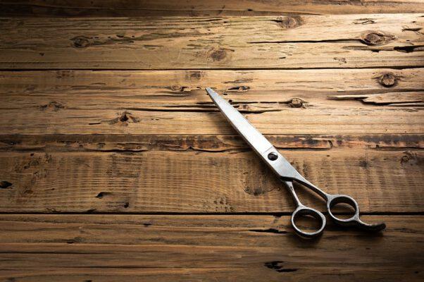 Hoe reinig en onderhoud ik mijn kappersschaar