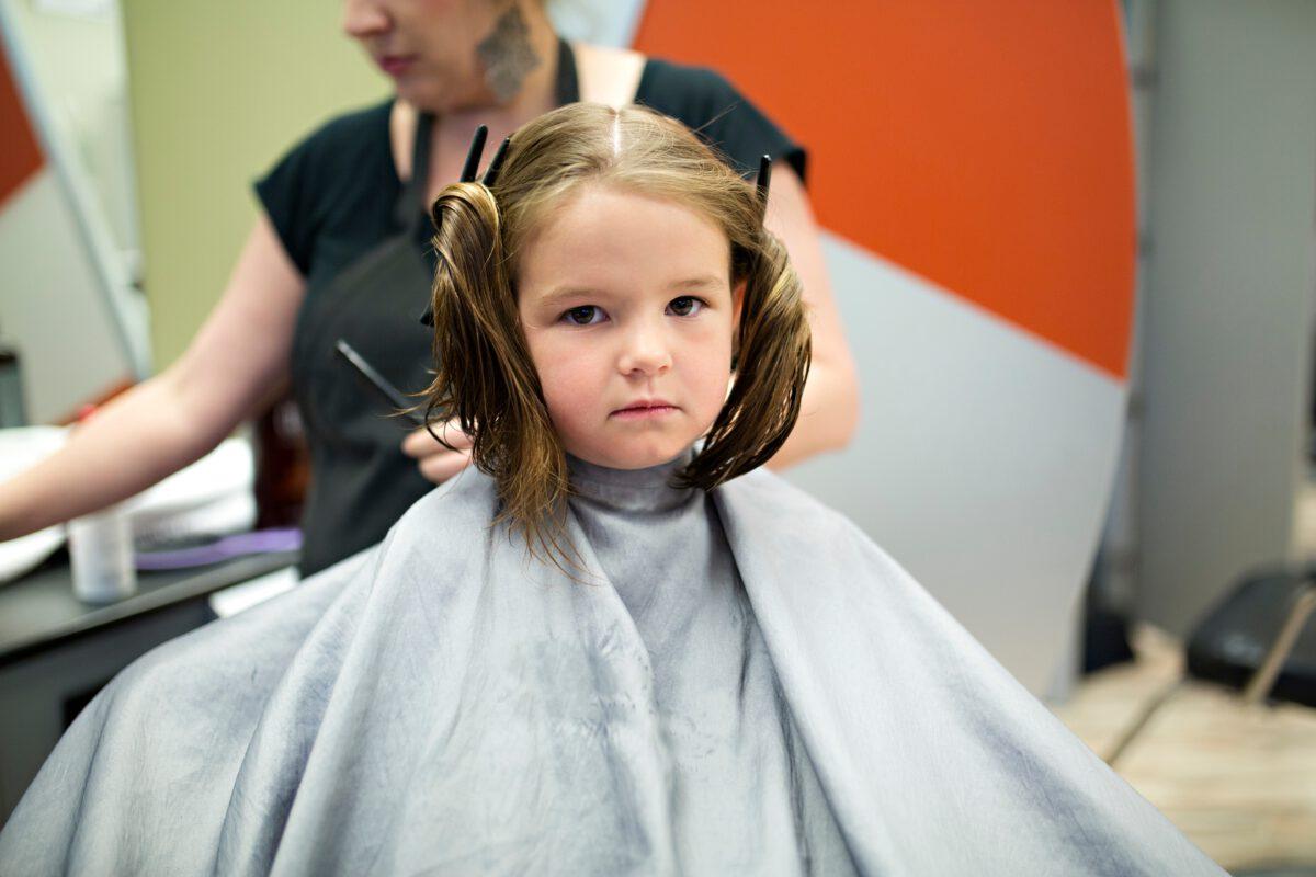 Jouw kindje ook doodsbang bij de kapper? Handige tips!