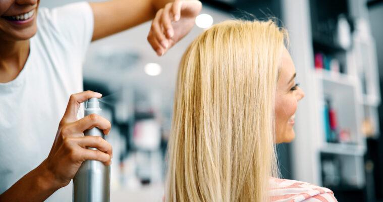 Haarverzorging in de zomer: lees deze tips!